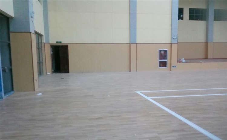 专业的运动篮球地板怎么翻新?